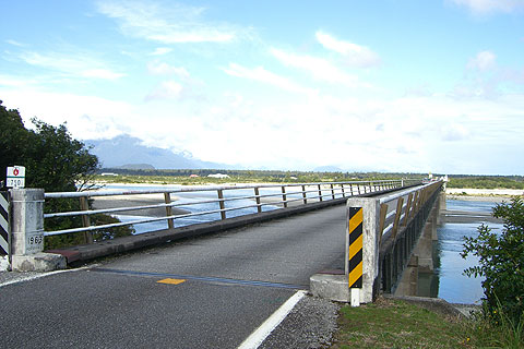 Haast Riverにかかる橋